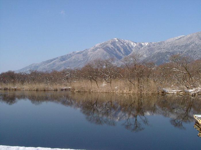 琵琶湖から臨む山なみ