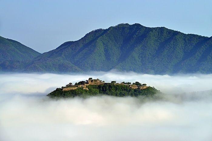 立雲峡から見る雲に浮かぶ竹田城趾
