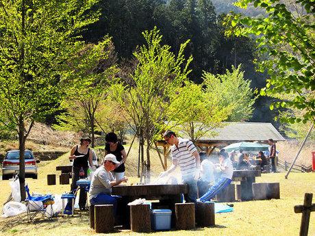 山梨県富士川クラフトパークでのキャンプの様子