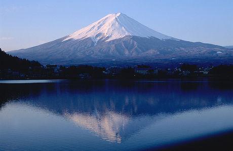 湖に映る富士山