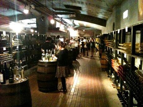ワインの丘 バーベキューハウス内の様子