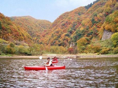 大佐山オートキャンプ場でカヌーを楽しむ人たち