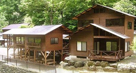 両神山麓キャンプ場のコテージの外観