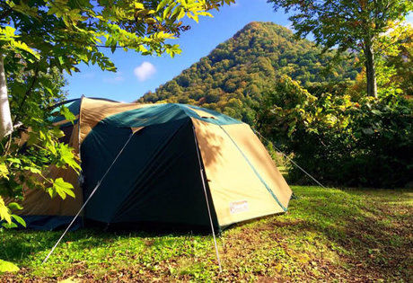 松原湖高原キャンプ場でテントが貼ってある写真