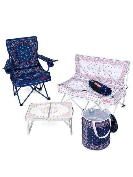 バンダナ柄の椅子と机