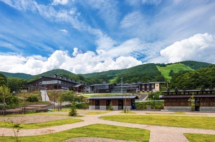オーエンス泉岳自然ふれあい館の外観