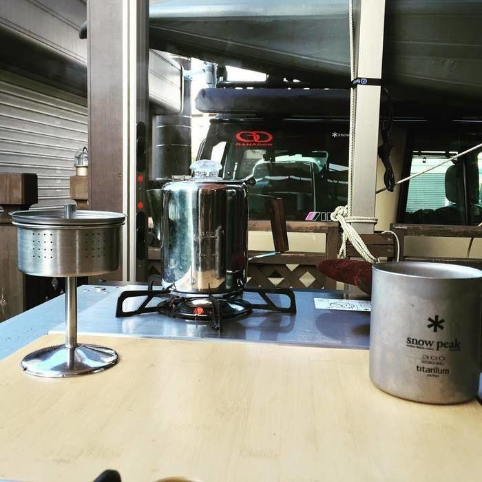 パーコレーターでコーヒ作っている様子