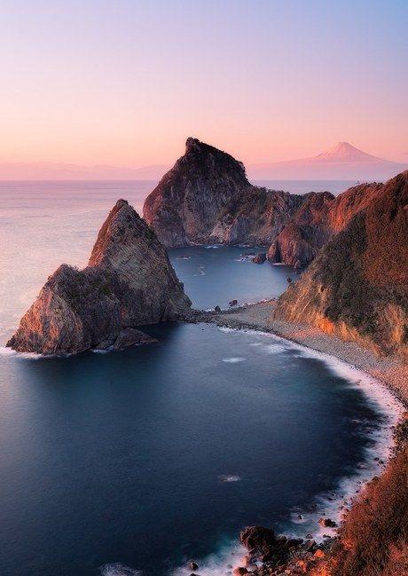 朝焼けの海岸線