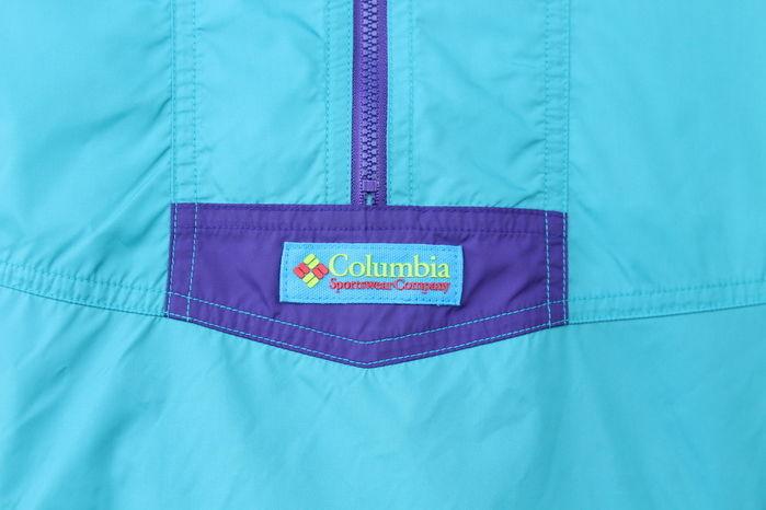 サンタアナアノラックジャケットのセンターに配置されているロゴ