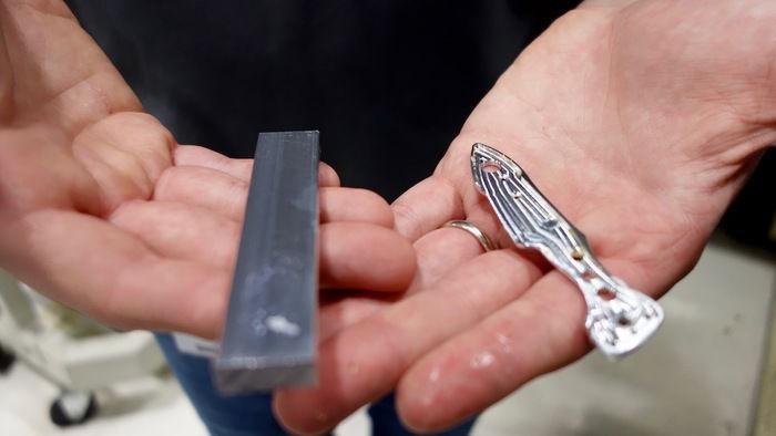 ステンレススチールから切り出したナイフ