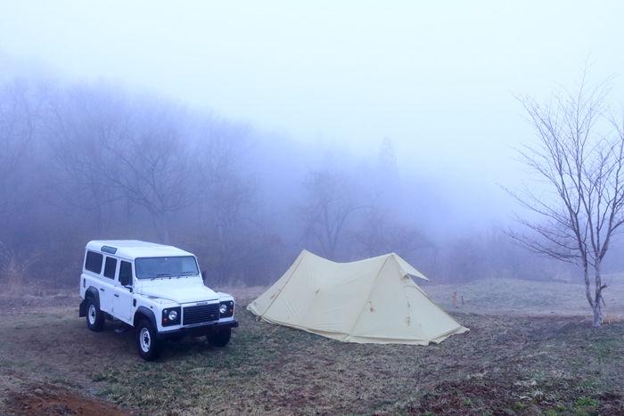 悪天候の中のキャンプの様子