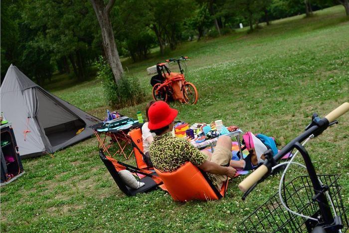 ドッペルギャンガーの座椅子に座っている男性の写真