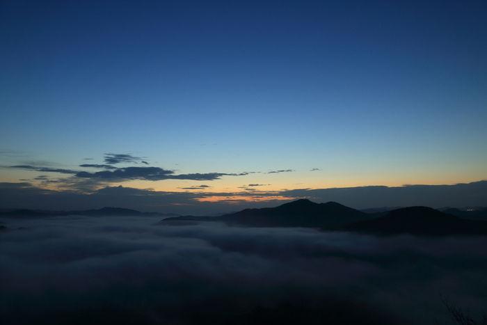 日の出前の雲上の様子