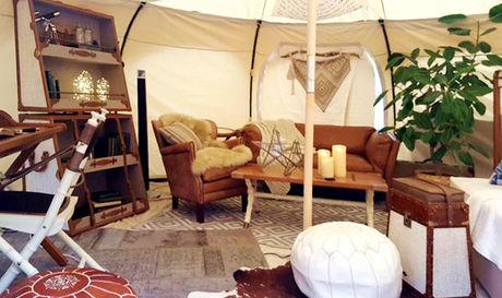 COMOREBIのグランピングテントの内装の写真