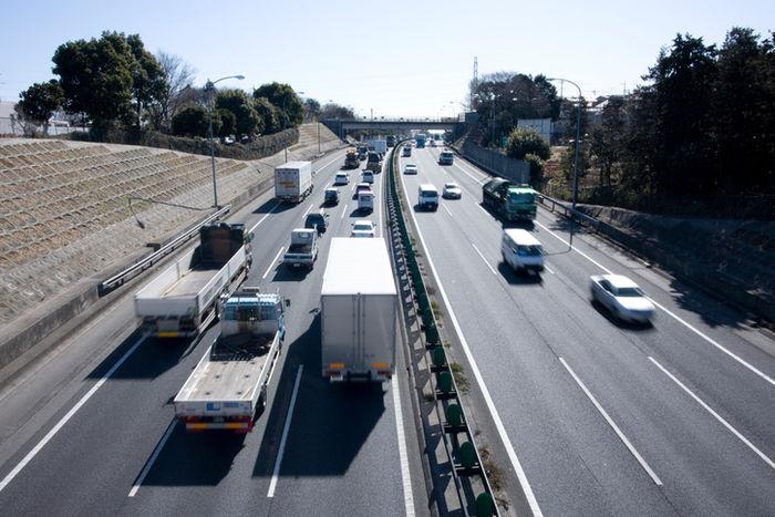 東名高速道路の様子