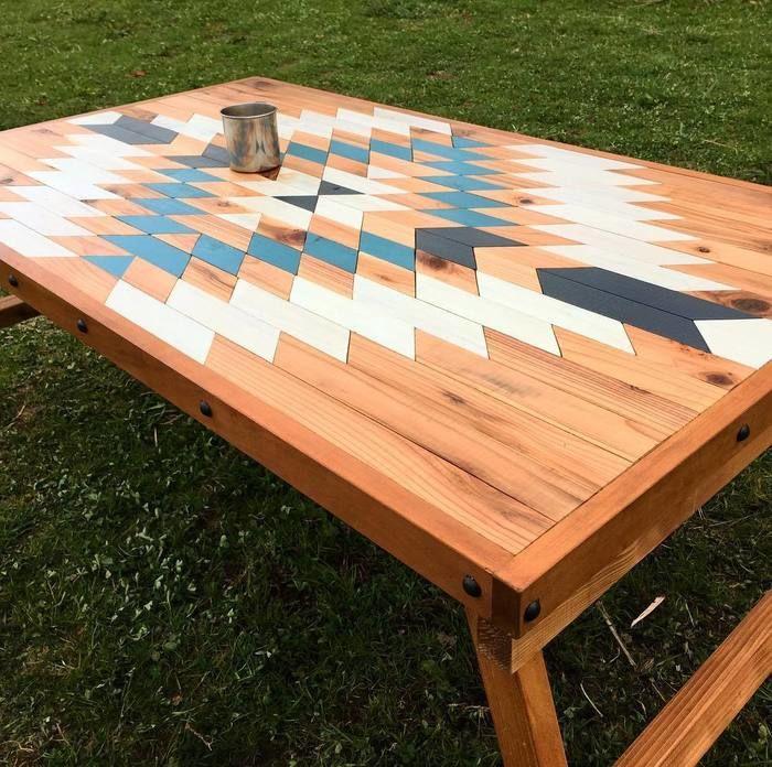 DIYのデザインされたローテーブル