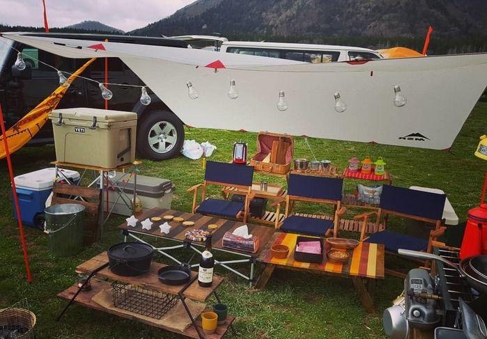 自作ギアで作られた小物を使ったキャンプの様子