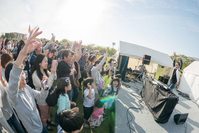 アウトドアパークでの音楽ライブの様子アウトドアパーク