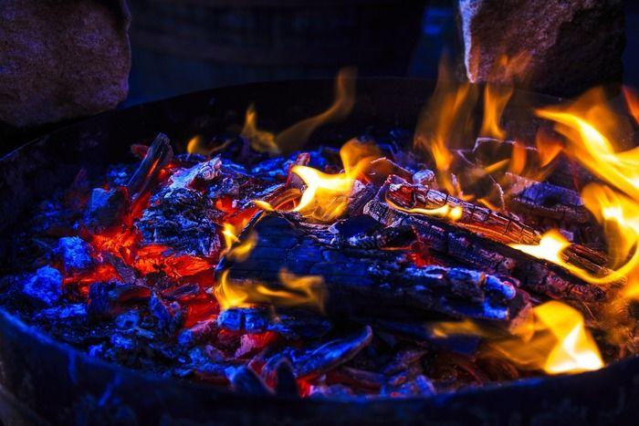 たき火の炎