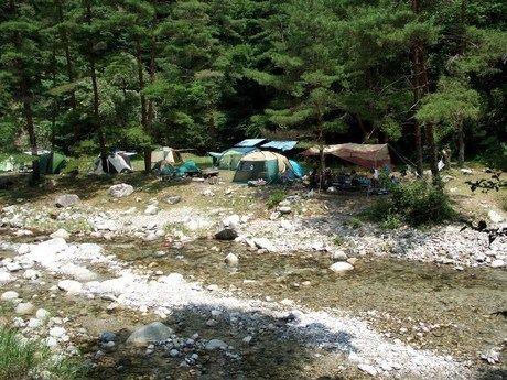 万古川が流れる二軒屋キャンプ場
