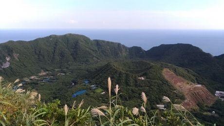 二重式火山の独特な形をした青ヶ島