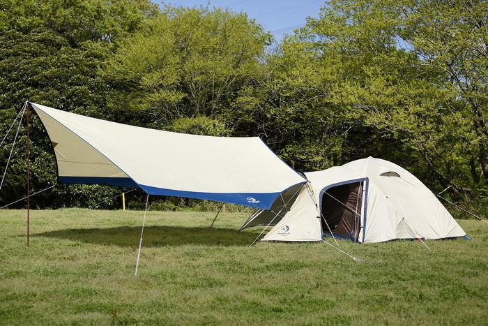 ナチュラルカラーのテントとタープ