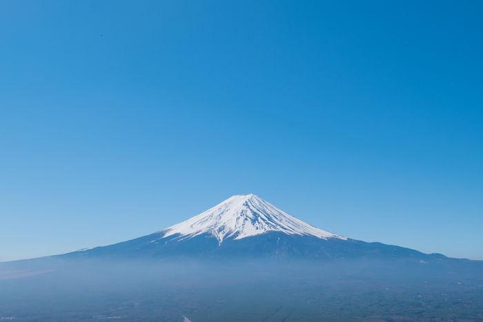 雪が積もった富士山の写真