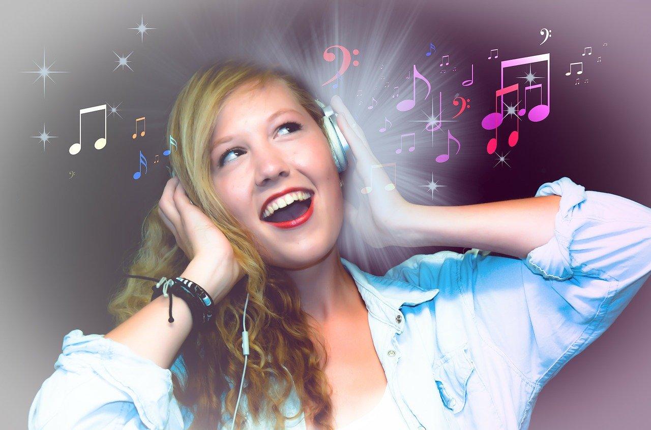歌を歌って心も体もハッピーに!美肌にも効果あり