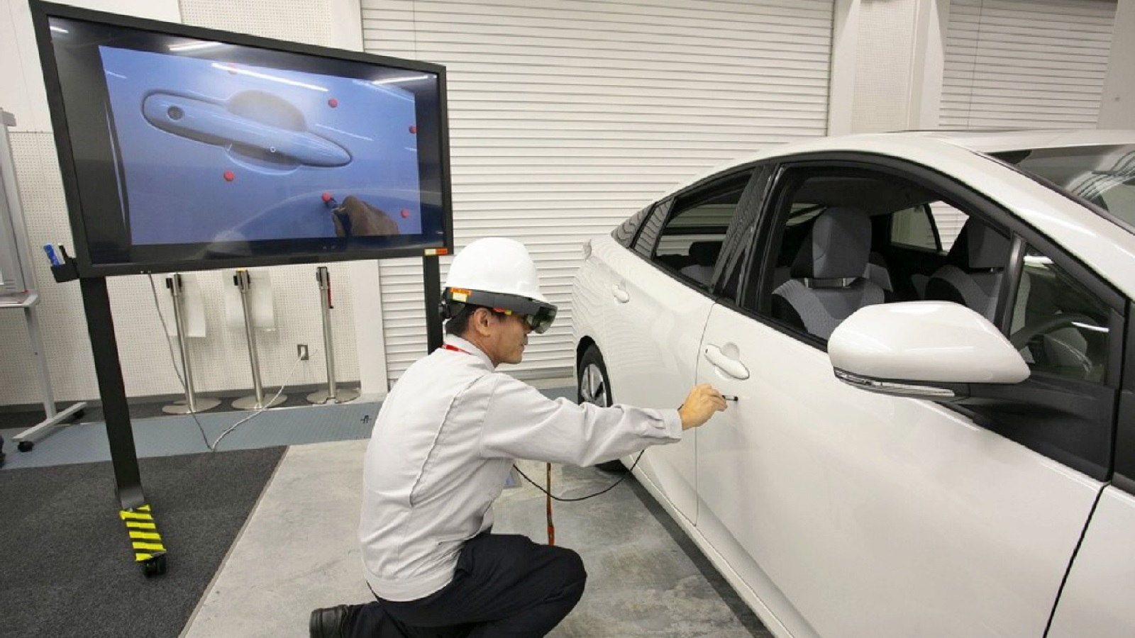 nikkei.com - Staff Writer - Microsoft brings holo-goggles to Toyota production lines
