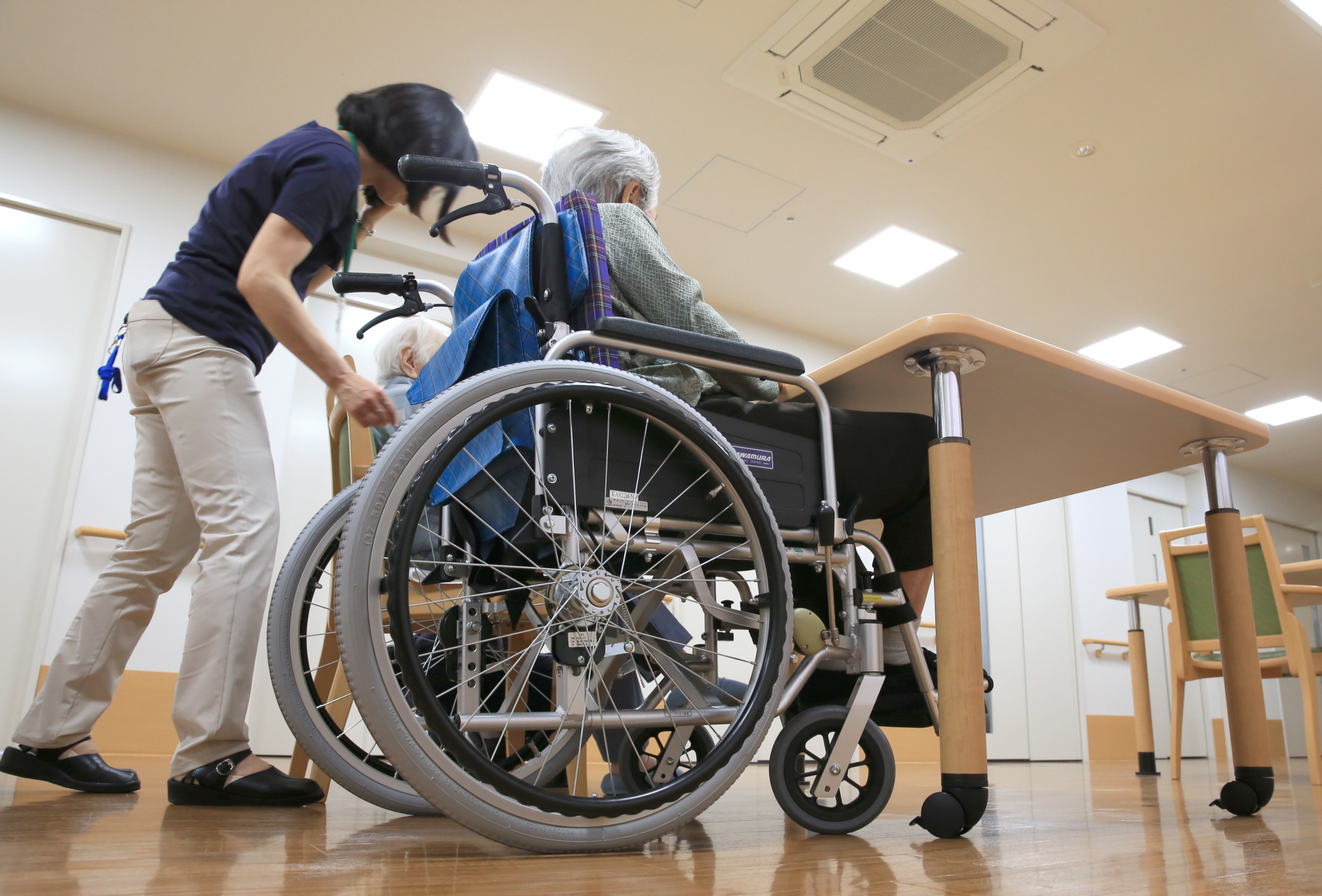 Japan to open path to work visas for foreign nursing