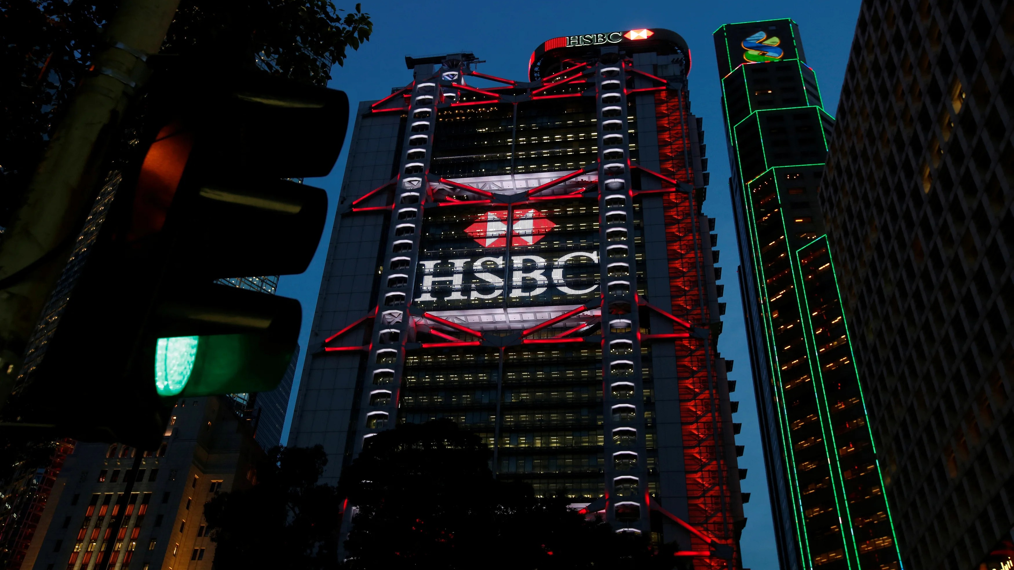 nikkei.com - Staff Writer - HSBC hires 100 wealth advisers in China