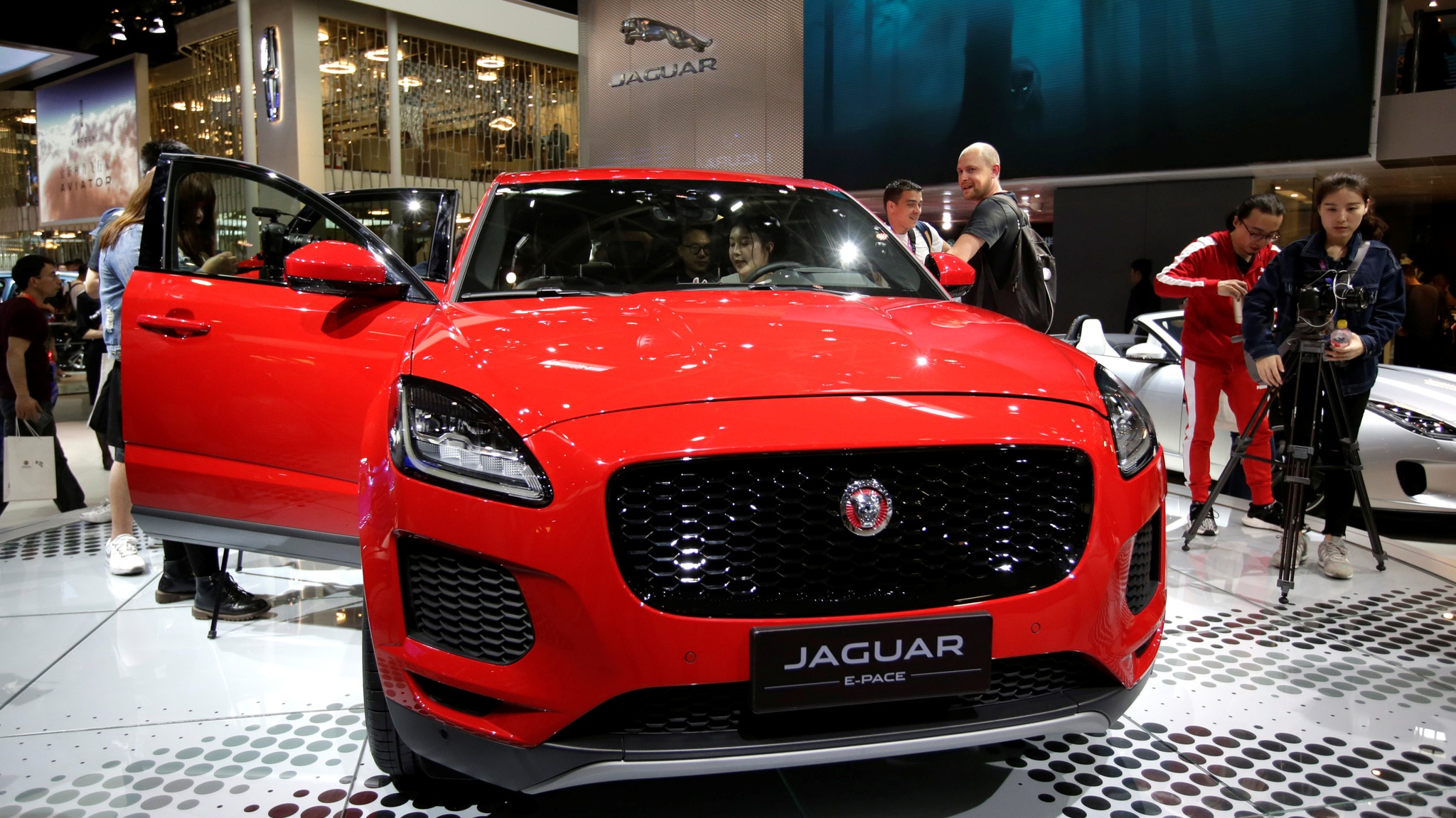 Tata Sees Jaguar Luxury Car Sales Fall For 11th Month In Us Nikkei