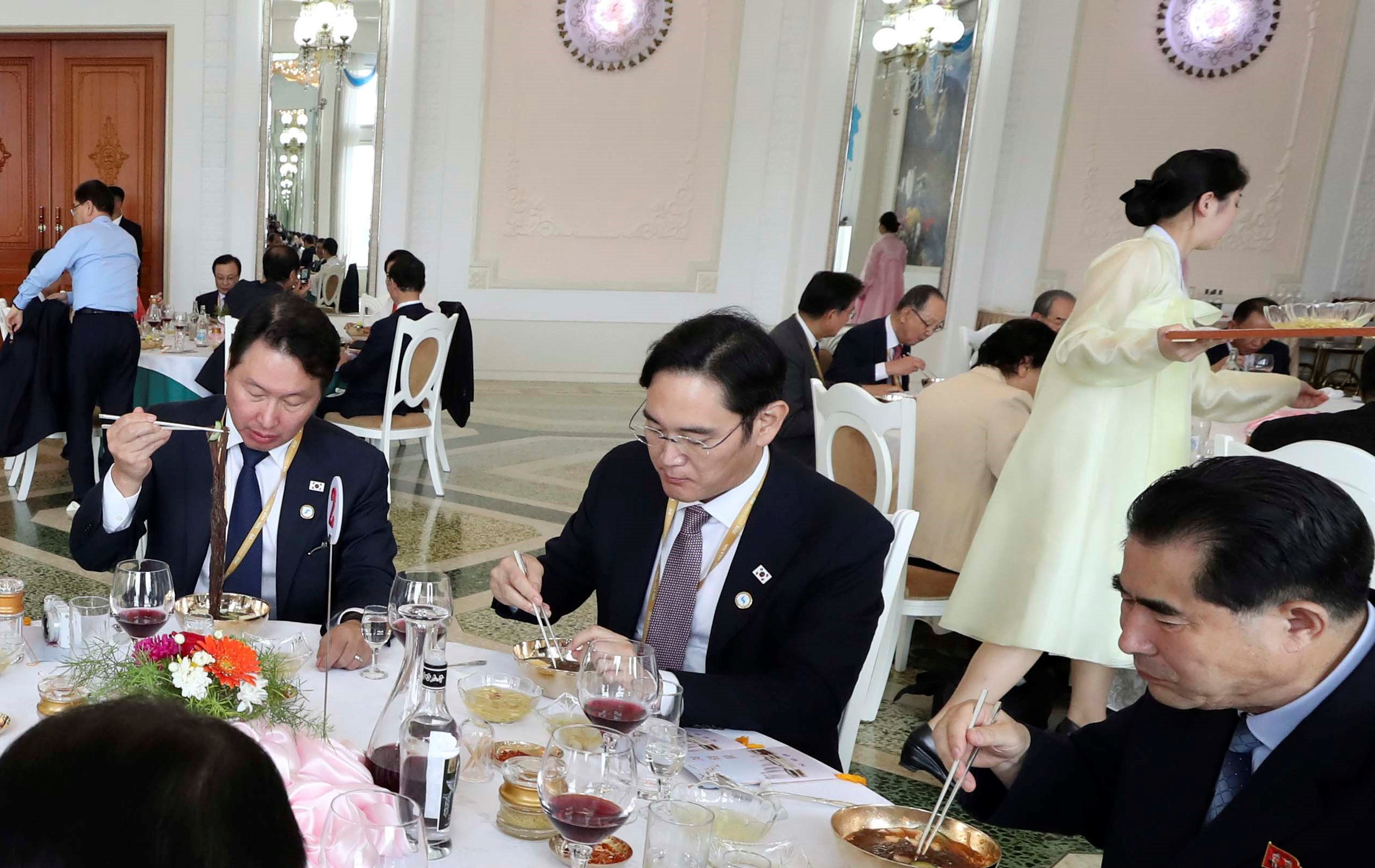 nikkei.com - KIM JAEWON - Samsung heir faces high price for cold noodles in Pyongyang
