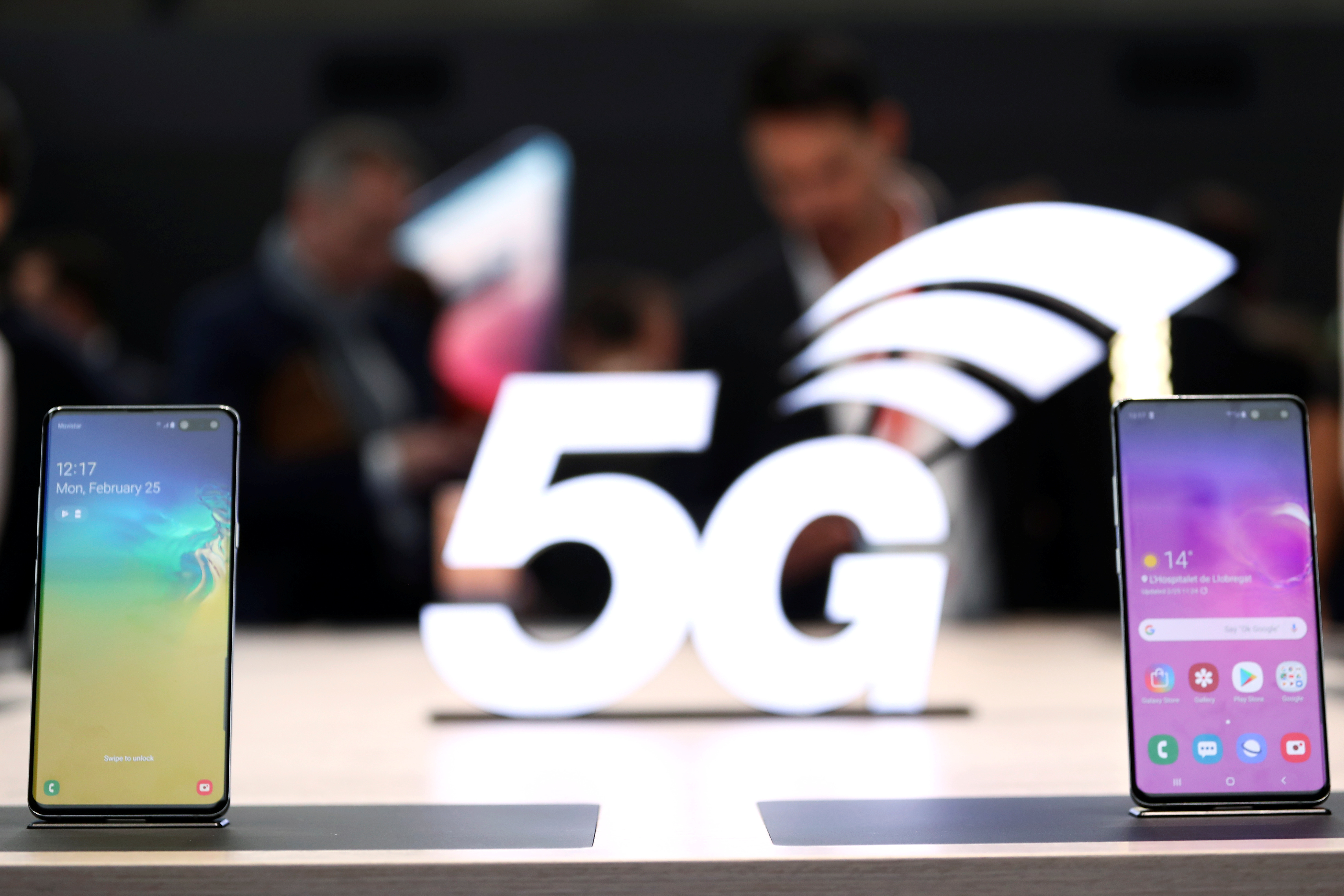 Samsung smartphone chief: 5G jolt will revive market - Nikkei Asian