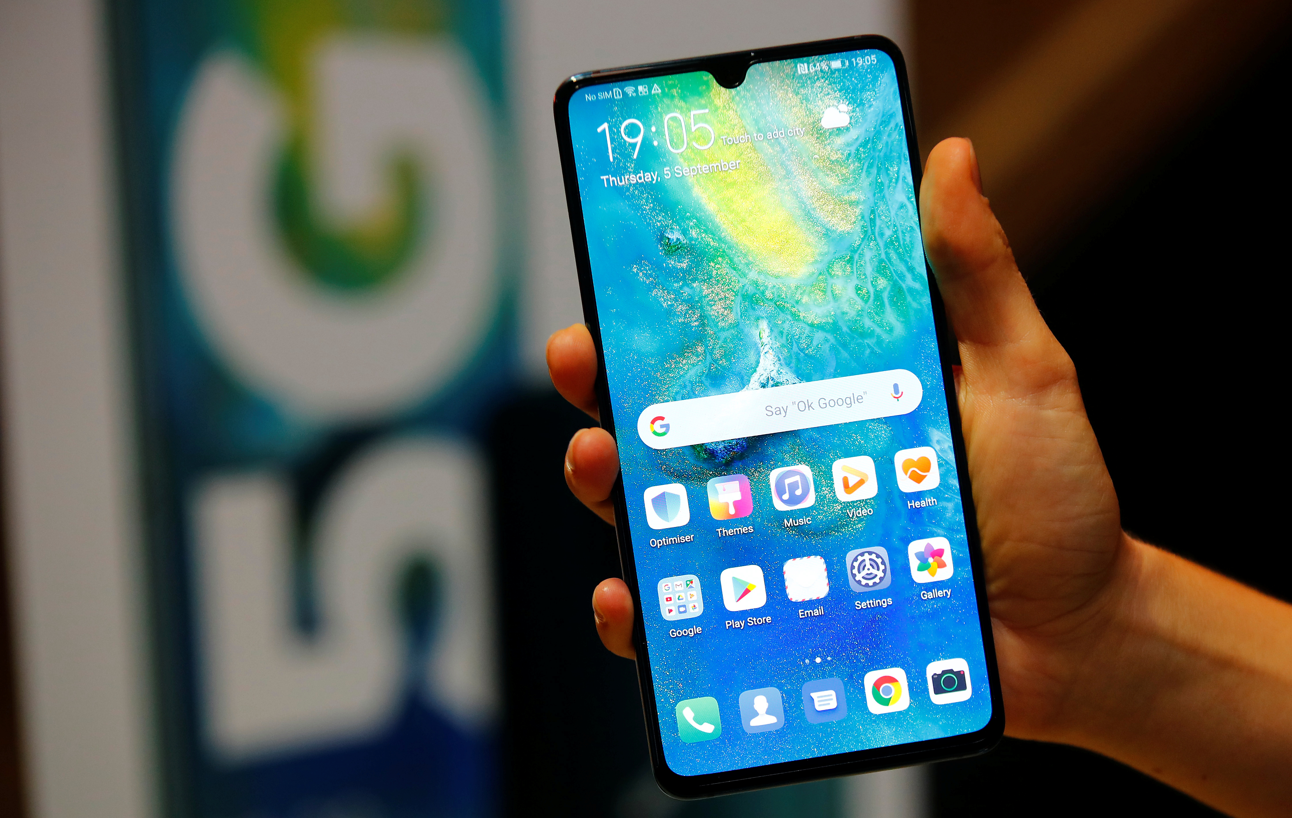 Global Smart Phone Sales Recovers but Dips by 5.7% in Q3 2020