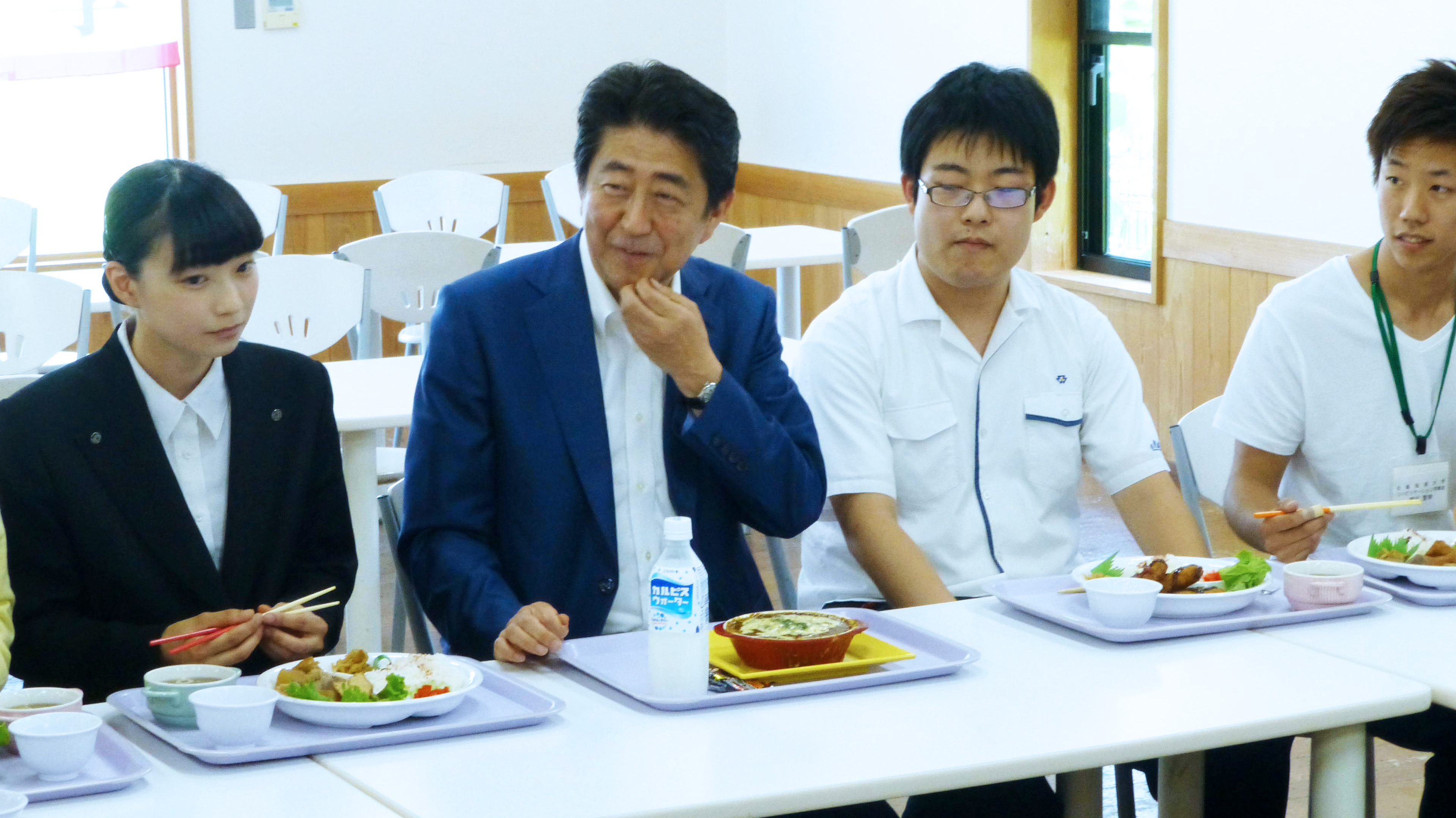 nikkei.com - MITSURU OBE - Japan's Abe owes his longevity to youth support