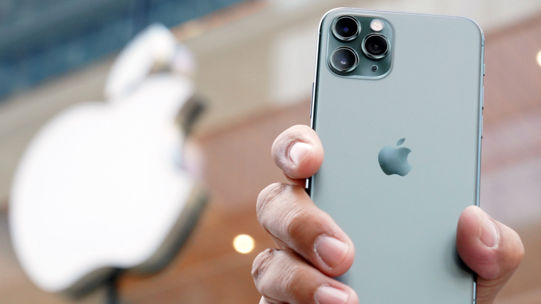 Iphone 11 Debuts To Throngs Of Japanese Buyers Nikkei Asia