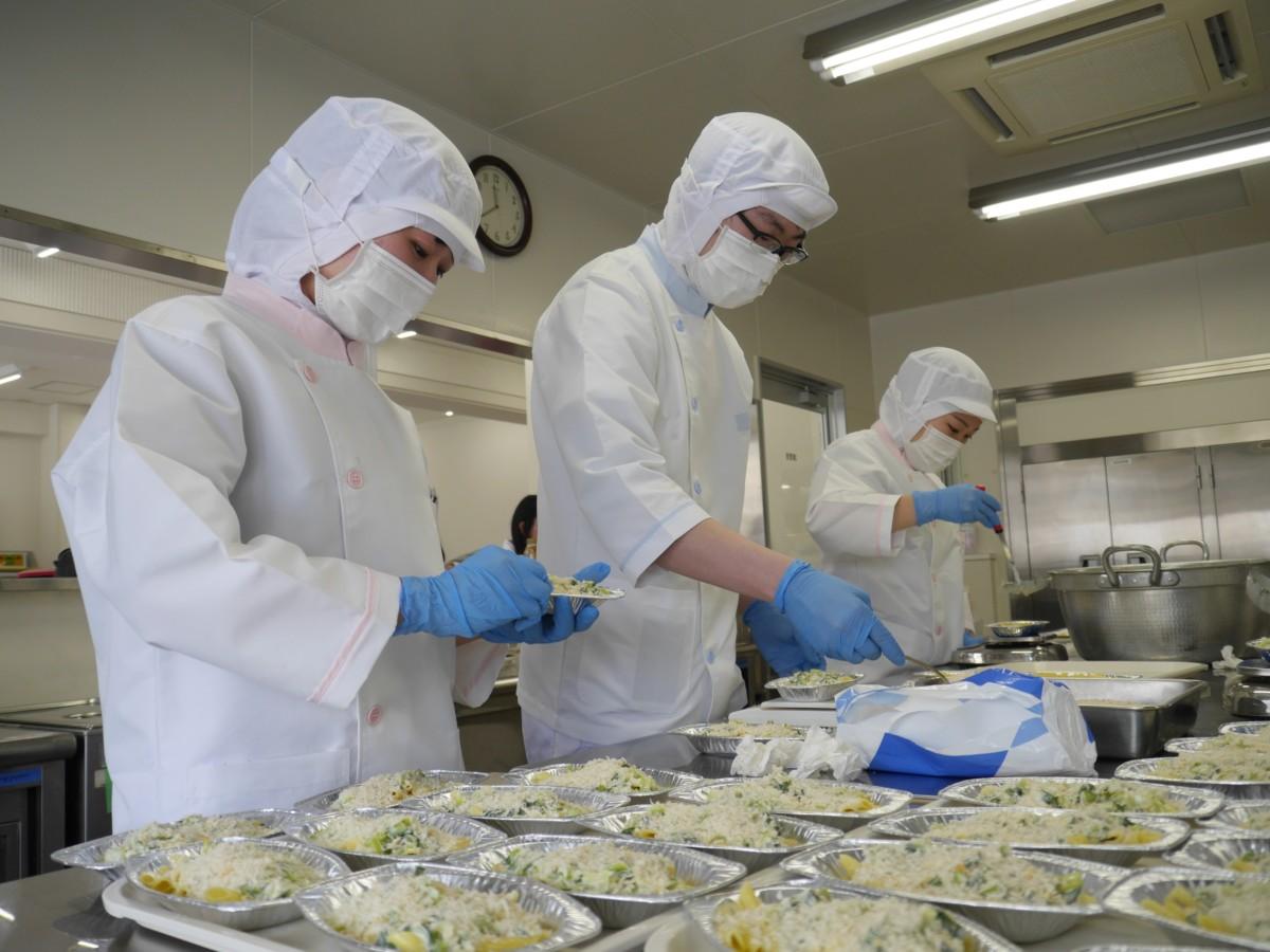 管理栄養士コースの学生が給食管理実習を実施