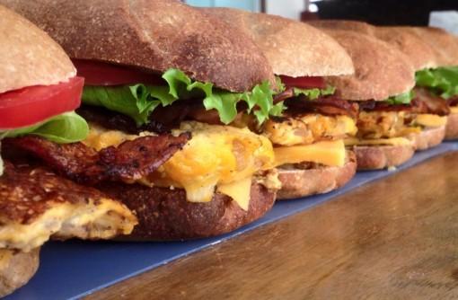 地球と体においしいサンドイッチを一緒に広めませんか?