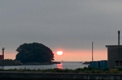 【富山県氷見市】海辺でダルマ太陽を見ようぜ ひみ漁業交流館 魚々座