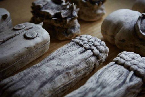 手びねりの陶芸家の奇妙な世界