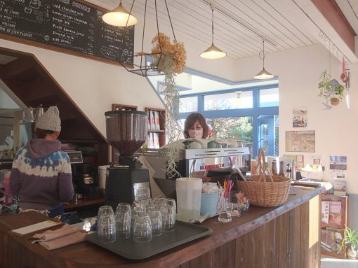 長谷で江ノ電に寄り添う「カフェ ルオント (cafe Luonto)」