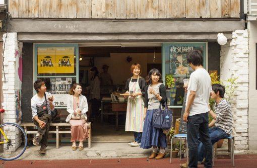 カフェには通勤の常連客やご近所さん、長野市内のバックパッカー宿に宿泊している旅人などさまざまな人が訪ねてくれます。