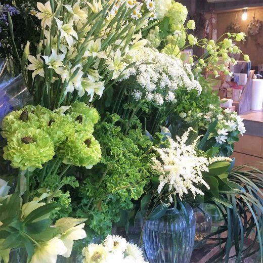 緑したたるお花屋さん