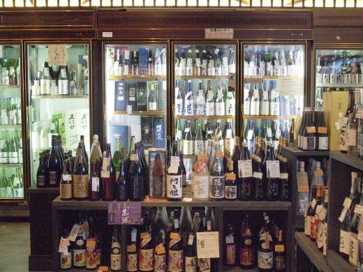【長野】銘酒に並び立つ、長野の地酒あります ハトヤ酒店/長野市
