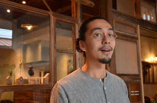 【長野】リビルディングセンタージャパン 東野唯史さん 昔は直して使っていたであろうモノたちと共に。