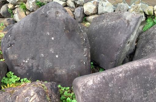 石にやどった物語「なかたち石・おたすけ石」