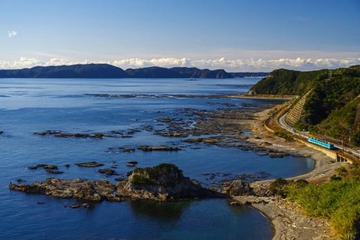 【和歌山】海沿いのアート駅舎を巡る「紀の国トレイナート」 10/1-29 JRきのくに線にて開催