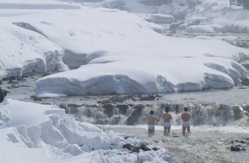 トンネルを抜けると、そこは雪国どころじゃなかった。