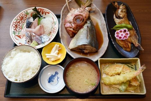 「魚がし食堂」のお魚定食&海鮮丼